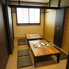 4名様~最大10名様までご利用頂けるお座敷個室です。天井も高く、落ち着いた空間で串揚げを囲んで盛り上がれます。