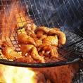 【自慢のもつ鍋・餃子以外にもおすすめな逸品料理あり☆】当店の看板メニューはコラーゲンたっぷりのもつ鍋やパリパリジューシーな餃子ですが、こちらの2品以外の逸品料理もとってもおすすめ!特に、甘味が強く、歯ごたえがあるさつま知覧鶏を使用したメニューはお酒とも相性抜群の料理となっております♪