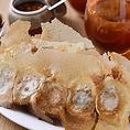 """【一味玲玲】の名物である""""餃子""""は全ての店舗で変わらぬ味をご提供しております。17種類の具材と水・焼・蒸の調理法をお客様のお好みでセレクトが可能。"""