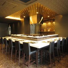 広々ゆったりカウンター席。落ち着いたお洒落な空間でお食事をお楽しみ頂けます。デート、会食や会社帰りに◎