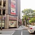【道案内】西日本シティ銀行前の横断歩道を渡って、真っ直ぐ行くと、左手にセブンが見えてきます♪