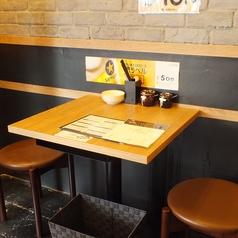 2名様向けのテーブル席。デートやお友達同士のお食事に最適!