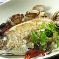 料理メニュー写真新鮮魚介のアクアパッツァ
