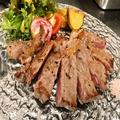料理メニュー写真低温真空調理 赤身ステーキ ゲランド岩塩と山葵で