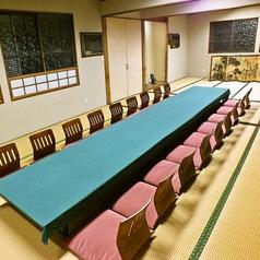 2階中宴会場10名様~30名様までの中宴会場です。人数に合わせてお選びいただけます。旅館のような趣のある和室でゆったりとおくつろぎいただけます。