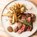 料理メニュー写真牛サーロインとハーブフライドポテト