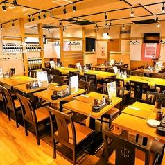 各種テーブル席を取り揃えています。貸切をご希望の際はお気軽に店舗にお問い合わせください。40名様から貸切は可能です。