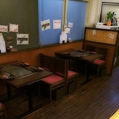 テーブル4名掛けは全部で3卓ございます。