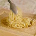 料理メニュー写真パルミジャーノチーズのカルボナーラ