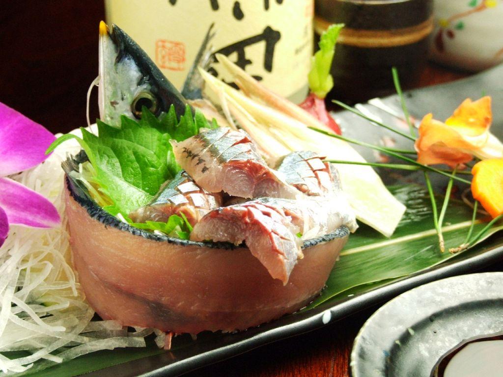 秋の旬の新鮮な秋刀魚のお刺身をご堪能ください