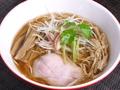 料理メニュー写真赤青醤油らぁ麺