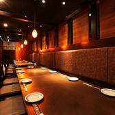 【テーブル個室】4名~最大24名様収容、妖艶な朱の輝きが魅了させてくれます。