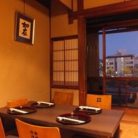 京情緒溢れる個室。鴨川を望む個室はオススメです。