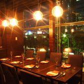 少人数のパーティに♪皆でワイワイガヤガヤ。スペインバルの活気を味わいたいならオープンスペースのテーブル席がおすすめ!!飲放題メニューも充実しています!【東京駅/スペイン料理/個室/貸切/記念日/誕生日/バル/夜景/パーティー】