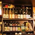 お店の装飾にも使われるワインと焼酎等の瓶。