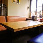 おおきめのテーブル席。たくさん注文しても大丈夫♪