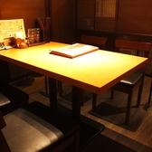1人からでも利用できる4人掛けのテーブル席。広々としているため、ゆったりとお食事を楽しんでいただけます。