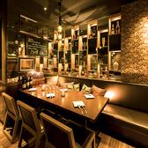広々としたテーブル席をご用意しております。開放的な店内と彩り鮮やかなお料理で愉しいひと時をお過ごしくださいませ。※写真はイメージです。※ご予約の状況によっては、写真のような席でのご案内ができない場合がございますので、予めご了承下さい。