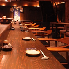 1階。大人のデートにも最適なカウンター席