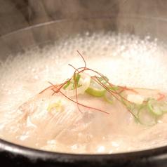 料理メニュー写真参鶏湯 (サムゲタン)