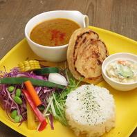 南インドのパン(パラタ)とチキンカレーのプレート1100円