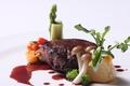 料理メニュー写真オーストラリア産牛フィレのステーキ フォアグラ添え 赤ワインソース