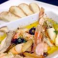 料理メニュー写真大ぶりの海老と黒オリーブのアヒージョ