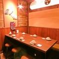 【6名様用テーブル席】女子会や少人数の宴会にピッタリなテーブル席。和の趣のあるインテリアと柔らかな光の照明で、落ち着いた雰囲気を演出◎くつろぎの空間は、ついつい長居してしまいたくなるかも♪合コン・女子会にオススメ★お料理・ドリンク・コースとそれぞれ種類豊富♪呉で居酒屋をお探しなら是非当店へ!
