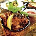 料理メニュー写真美桜鶏の骨付きジャークチキン スパイスグリル