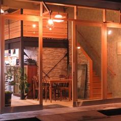 広々とした全面ガラス張りの入口からは連日お客さんで賑わう店内が見渡せ、明るく入りやすい雰囲気に♪