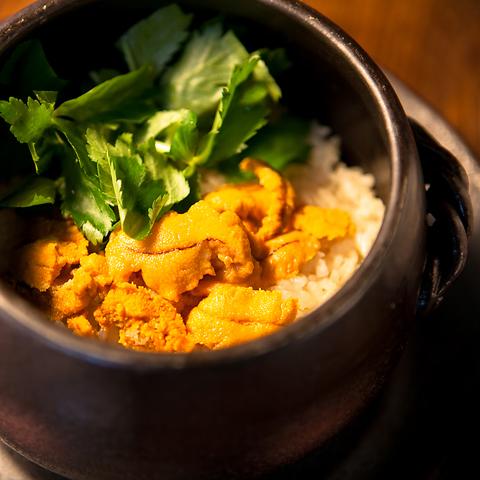 ランプ肉のグリルとウニの土鍋ご飯が味わえる♪5000円コース飲み放題付