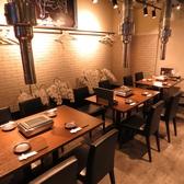 テーブル席は4名掛け×3、6名掛け×1となっております。