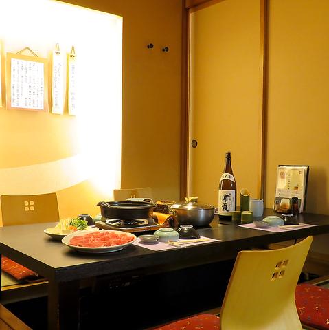 和風モダンで落ち着く店内で厳選されたお肉を本格しゃぶしゃぶ・すき焼きで堪能!
