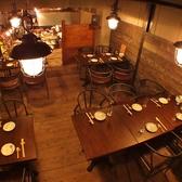 店内奥の小上がりのテーブル席は少人数の女子会や16名までの宴会も可能。
