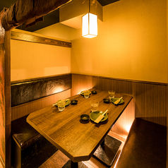 渋谷店では2名様からご利用頂ける柔らかい明かりが彩るカウンター席もご用意致しております♪お食事メインのお客様も是非お立ち寄り下さい!渋谷での女子会などに◎お安くお得な飲み放題付コースご用意致しております!渋谷で居酒屋をお探しなら当店へ!渋谷駅徒歩2分!