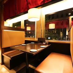 4名様BOXソファー席です。博多駅徒歩3分の好立地でお気軽にご利用いただけます!博多で北海道料理を楽しめる居酒屋なら丸海屋!お得な食べ飲み放題メニューで大満足いただけること間違いなし!心行くまで北海道料理を満喫してください♪