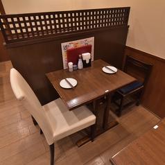 1階2名席は3卓のご用意がございます。