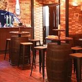 ご利用人数に合わせて最大70名様までご利用できるテーブル席をご用意。少人数でのパーティはもちろん、歓送迎会や各種パーティなどでのご利用にも最適なフロアです!