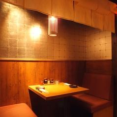 【2F】2名用のテーブル席は暖簾を下ろして