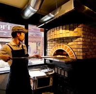圧巻!イタリア造りの本格石窯で焼きたてのナポリピザを