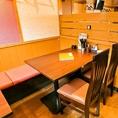 ゆったりタイプの4名様用のお席も複数ご用意しております。中規模宴会にも対応できるお席となっております。