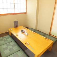 ゆったりと寛いでお食事ができるお座敷席。