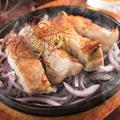 料理メニュー写真地鶏の鉄板焼き各種