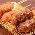 名物串カツ!味噌orソース!当店の串カツは、ご注文を頂いてから1本1本丁寧にパン粉を付けてから揚げてます。パン粉はサクサク。お肉はジューシーに揚がってますよ☆