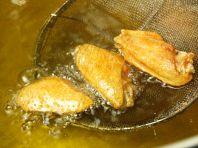 揚げ物は『鶏油』で揚げる