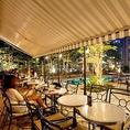 夜はライトアップされたプールサイドでスパークリングワインをはじめとするアルコールや本場イタリアンリゾートを思わせるイタリア料理がお楽しみいただけます。