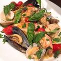 """料理メニュー写真鮮魚と貝類、チェリートマトの白ワイン蒸し """"アクアパッツア"""""""
