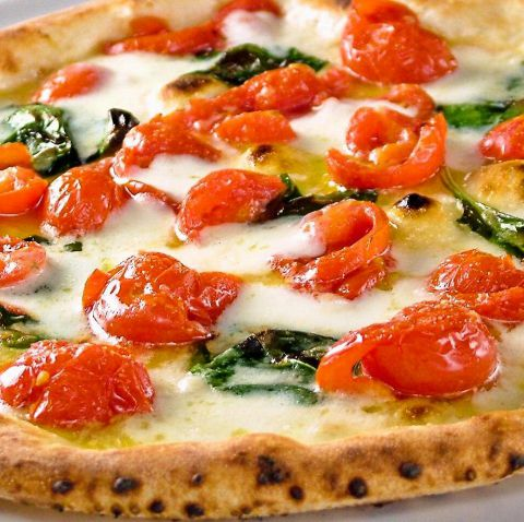 世界コンぺティション最優秀賞pizza【D.O.C】が大好評!完熟チェリートマトの甘みが◎
