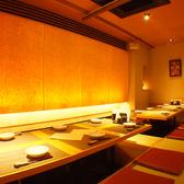 12名様までの掘りごたつ個室。暖かみのある照明は、ご宴会にも接待などにもぴったりです。