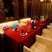 2名テーブル席。カッチリ会食もok♪また、最大8名様までレイアウトを組める個室。合コン・女子会・友人飲みなど幅広い楽しみ方で人気♪